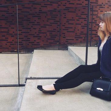 Kobaltowa swetro-bluza, czyli żegnaj lato!