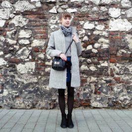 Zimowy strój dnia z wełnianym płaszczem i jeansową spódnicą (nowy uszytek!)
